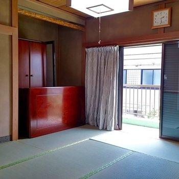 一階よりちょっと広めの和室。