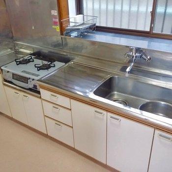 キッチンは広々。