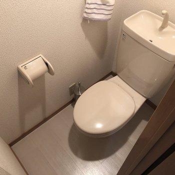 お風呂同様、綺麗なトイレ!(※写真のタオルは見本です)