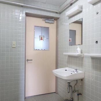 トイレは昔の感じが出てます!