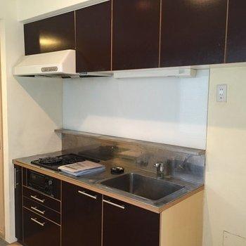 キッチンは2口ガス※写真は別部屋です