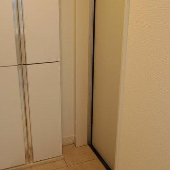 玄関はちょっと狭いです