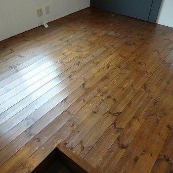 床の色いい感じですね※写真は反転の別部屋