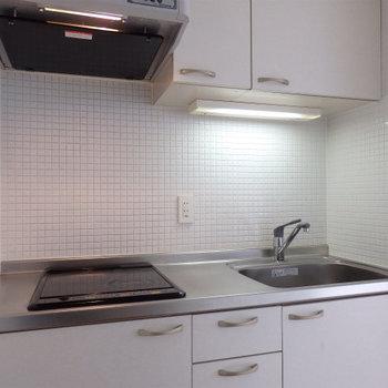 キッチンはIH2口(※写真は4階の同間取り別部屋のものです)