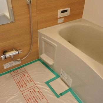 お風呂は新品かつ、追い焚きもついてます!