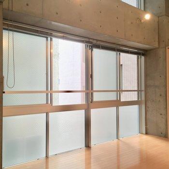 窓窓窓窓…※写真は5階の反転間取り別部屋のものです。