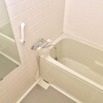 バスルームはふつうだねっ!※写真は5階の反転間取り別部屋のものです。