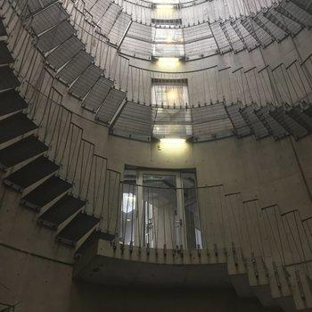 なんだこの巨大螺旋階段は!