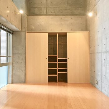 大容量の収納!!!※写真は5階の反転間取り別部屋のものです。