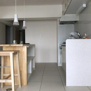 横からキッチン