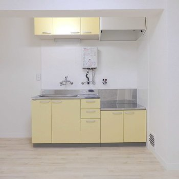 ライトイエローのキッチン。かわいい!