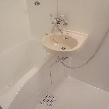 お風呂も新品です※画像は1階のお部屋です