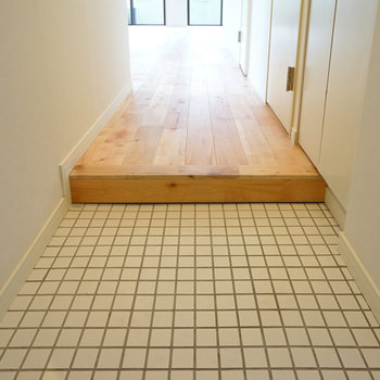 玄関は白タイルでお出迎え◎※写真はイメージです