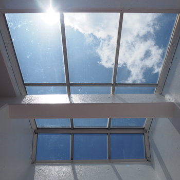 空を近くに感じるお部屋