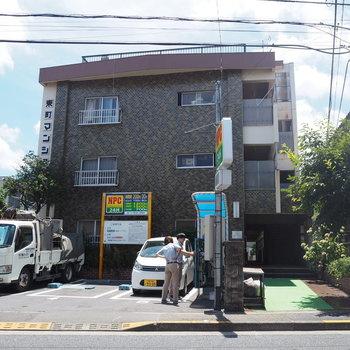 駅から歩いて10分ほど。バス停が家の目の前にあります。※写真は前回募集時のものです