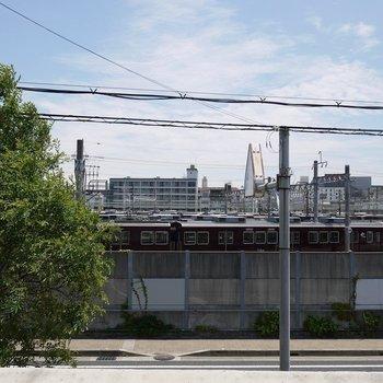 前は阪急電車の車庫。