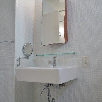 シンプルだけどお洒落な洗面台