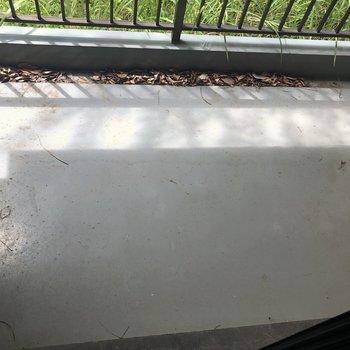 バルコニー広めです※1階の反転の間取りの別部屋の写真です。