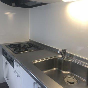 設備充実のキッチン※405号室のお写真です