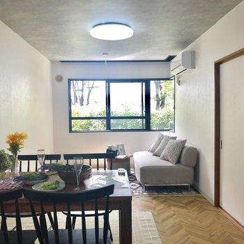 キッチン側からみたお部屋※1階の反転の間取りの別部屋の写真です。