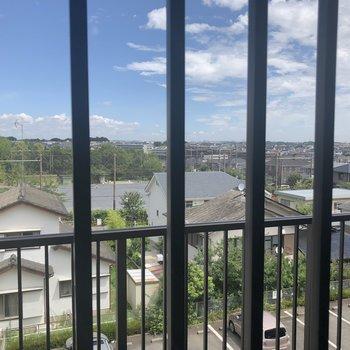 居室の窓からの景色※405号室のお写真です