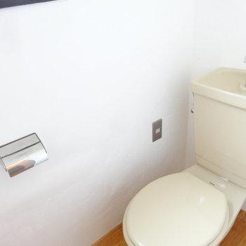 トイレにも窓があって明るいんです。