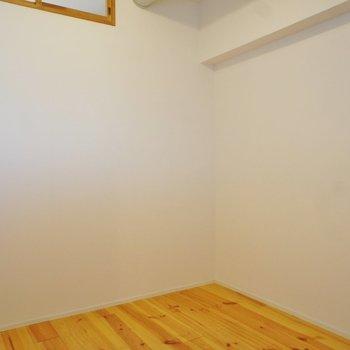 こっちは北側のお部屋、かなりコンパクト
