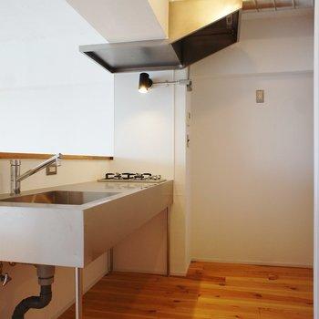 キッチン周り。冷蔵庫もゆったり置けそう