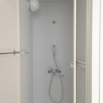 浴槽はなくシャワールームで