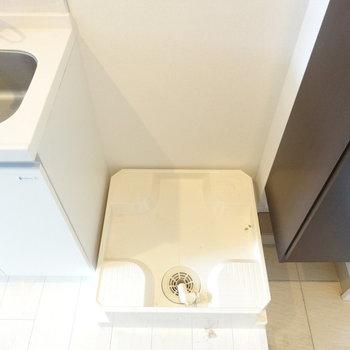 洗濯機は玄関近くに。※写真は前回募集時のものです。