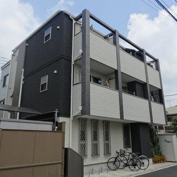 こちらのマンションの最上階ですよ!