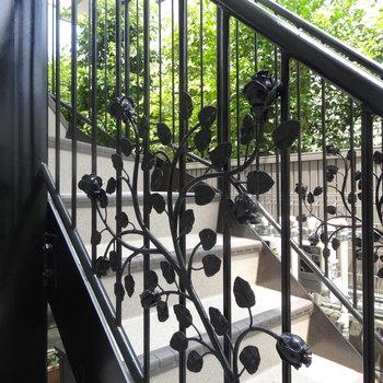 階段にも薔薇♪※写真は前回募集時のものです。