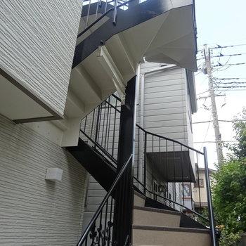 こちらの階段を上がります。※写真は前回募集時のものです。