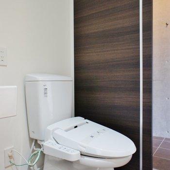 トイレは同室か。。