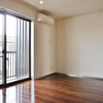 居室はこんな空間、大人っぽい