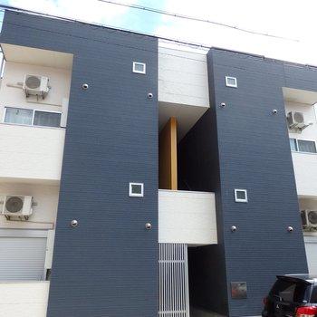 名古屋駅そばの住宅街の中に建つアパートです