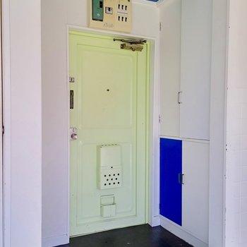 ドアの色合いも良し。