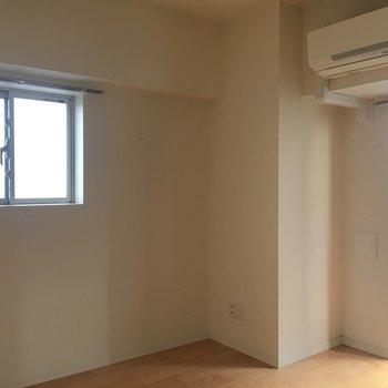 2面採光なので日も当たる※写真は4階の同間取り別部屋のものです