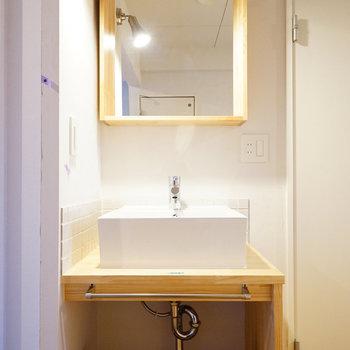 洗面台は大工お手製の造作洗面