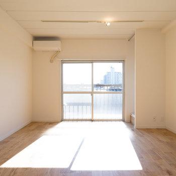 日当たりの良いゆったり空間!※写真は別室です