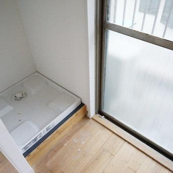 洗濯パンは窓辺にあります