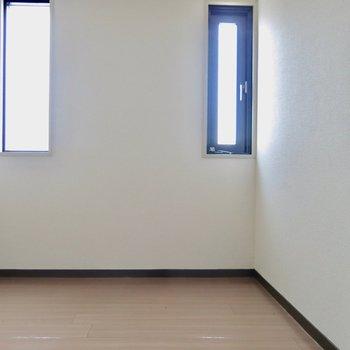 こちらにも部屋があります