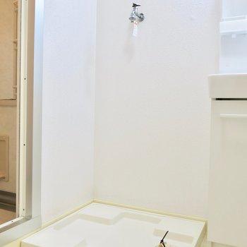 お風呂の横に洗濯機置き場!