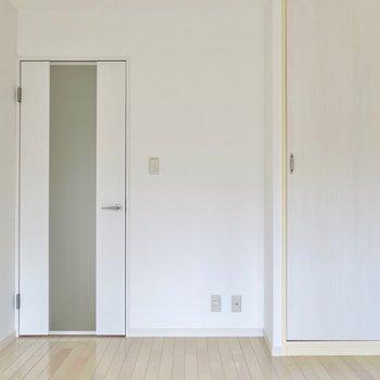扉も綺麗になってます