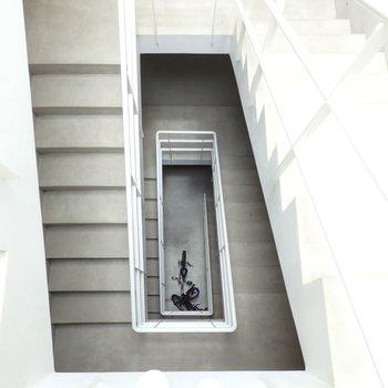 共用部の階段、美しい・・・!
