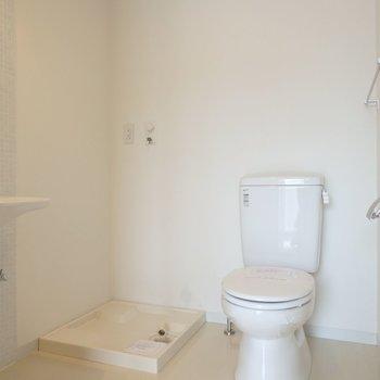 トイレ・洗面台・洗濯機置き場は一緒のスペースに。※写真は2階のお部屋
