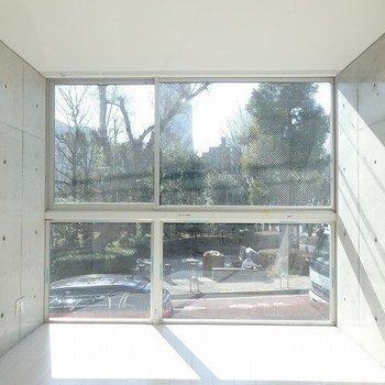 正面からのイメージです。※写真は別部屋です。