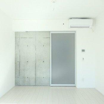 シンプルなデザインが使いやすい。※写真は別部屋です。