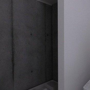 建設中の写真の為暗いですが、洗濯機置き場のイメージです。※写真は別部屋です。