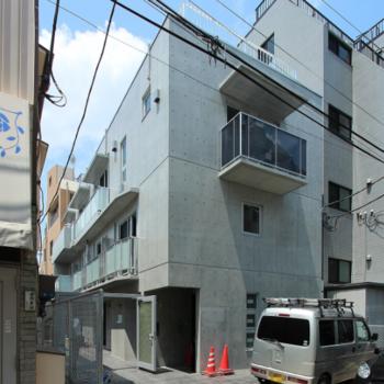 コンクリートのカッコイイ建物